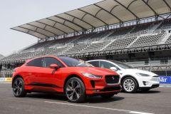 E-Mobil: Jaguar I-Pace EV400 gewinnt Prestigeduell gegen Tesla X 75D und 100D