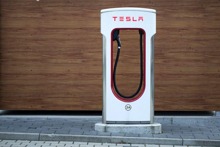 News: Im Tesla ist Online-Gaming auch während der Fahrt möglich - zumindest für den Beifahrer