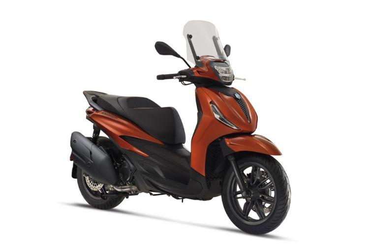 Motorrad: Überarbeitete Piaggio Berverly 300 und 400 Roller mit hpe Motoren für 2021