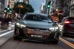 E-Mobil: Elektro Sportwagen Audi e-tron GT concept auf den Straßen von LA