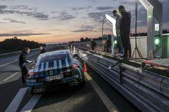 Pressemeldung Porsche - Taycan-Prototyp auf Probefahrt in Nardo