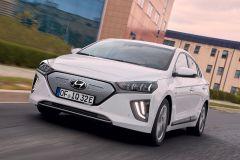 E-Mobil: Hyundai Ioniq Elektro mit gesteigerter Leistung und höherer Reichweite