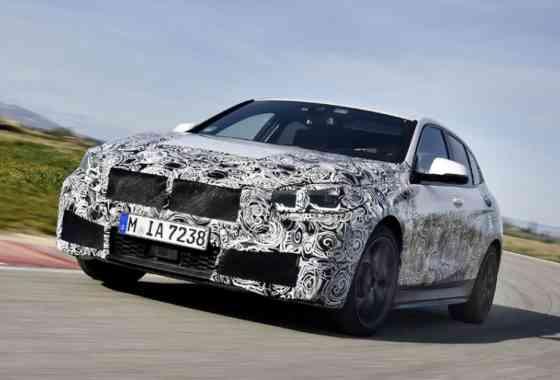 News: BMW 1er Vorserienfahrzeug mit neuem Frontantrieb auf dem Handling-Kurs